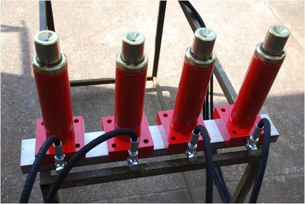 Martinetti idraulici per sollevamento velivoli