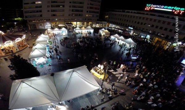 Allestimento notturno Piazza Salotto