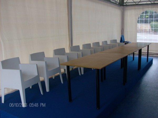 noleggio sedie e tavoli convegno