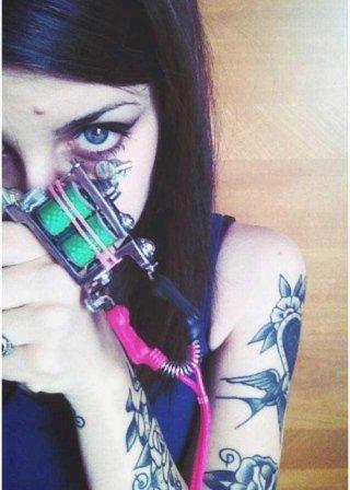 Klaudia tatuatrice