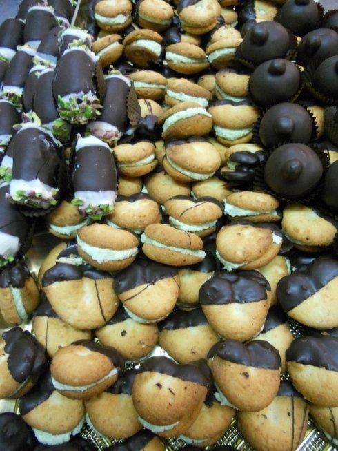 Biscotti coperti di cioccolato