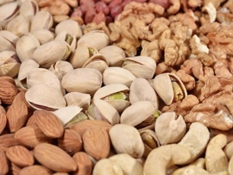 Processing pistachios from Sicily