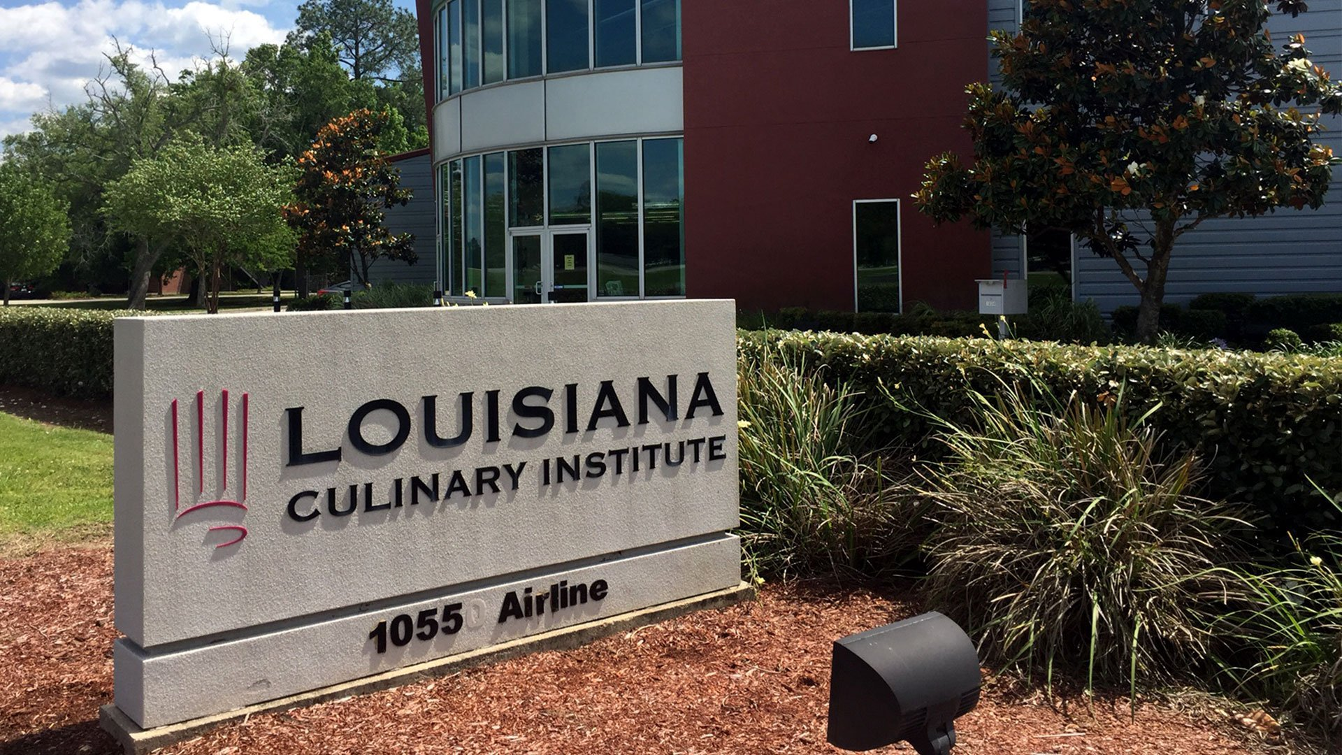 reasons for attending culinary school Attending culinary school can be an expensive proposition tuition is costly, and just like with any other higher education institution, culinary school comes with added expenses such as room and board, books, and more.