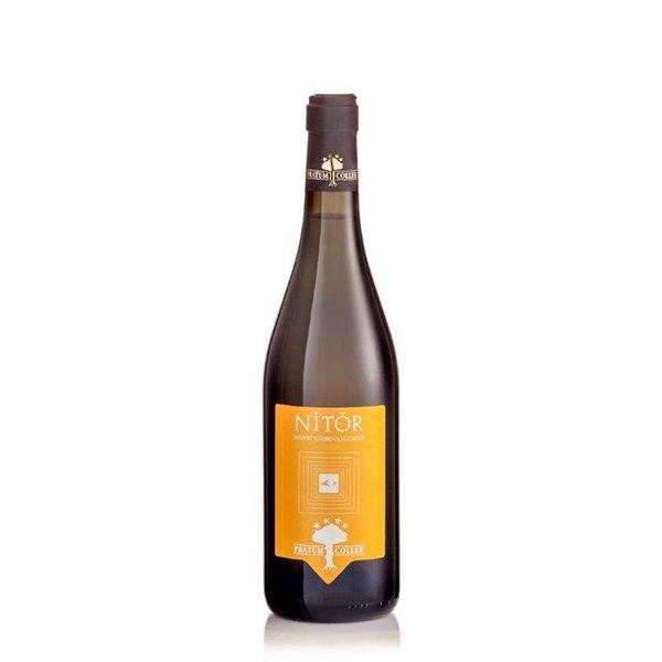 una bottiglia di vino con scritto Nitor