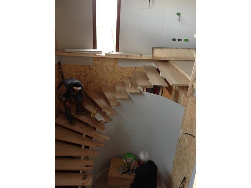 Montaggio scala in legno
