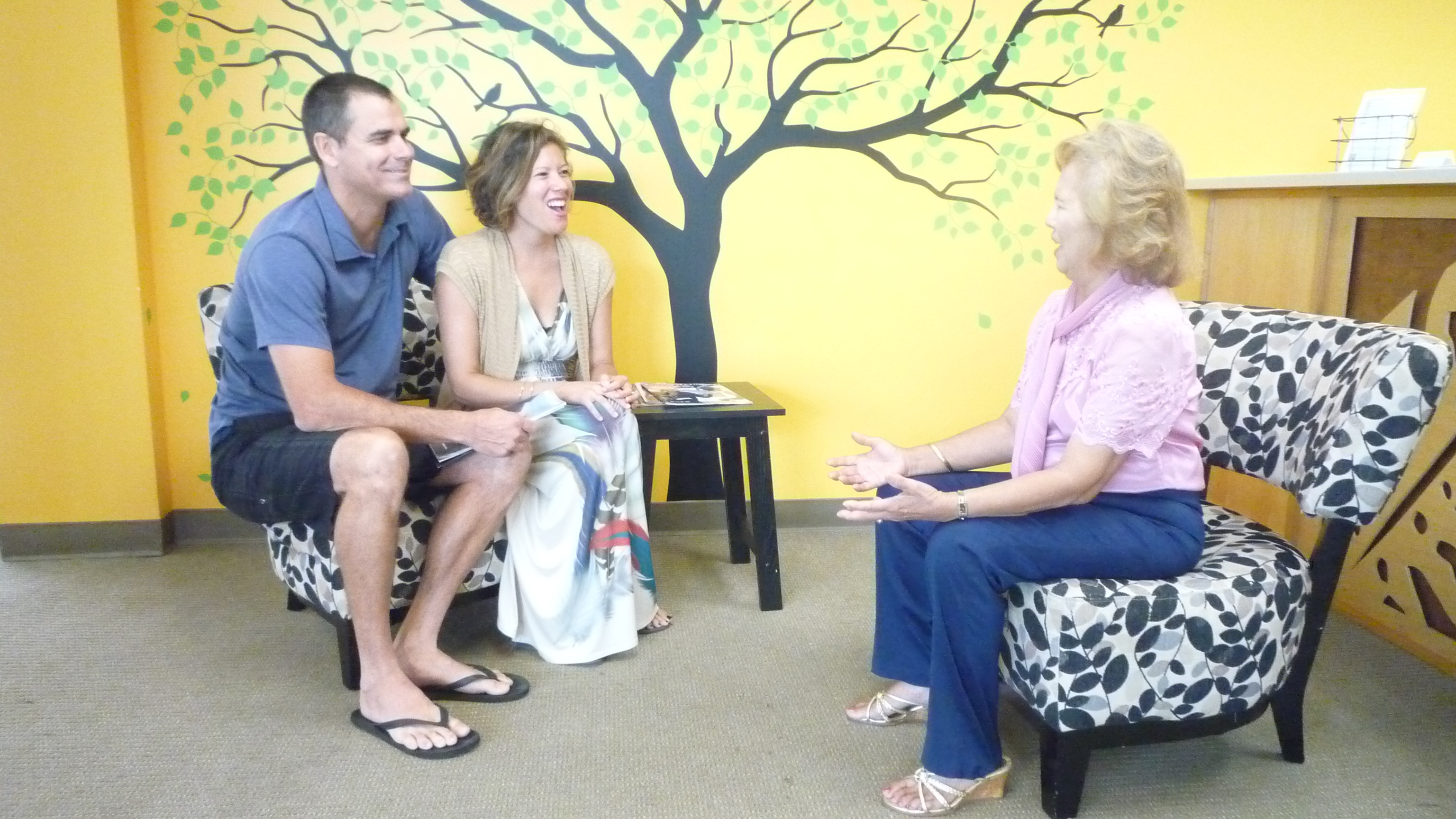 Julie Hernandez helping a married couple in Honolulu HI