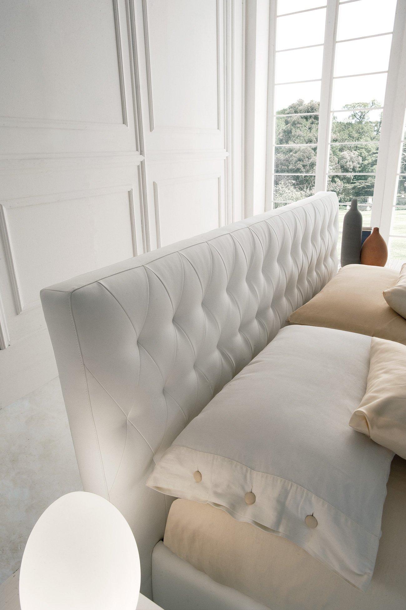 Camera da letto matrimoniale in pelle bianca