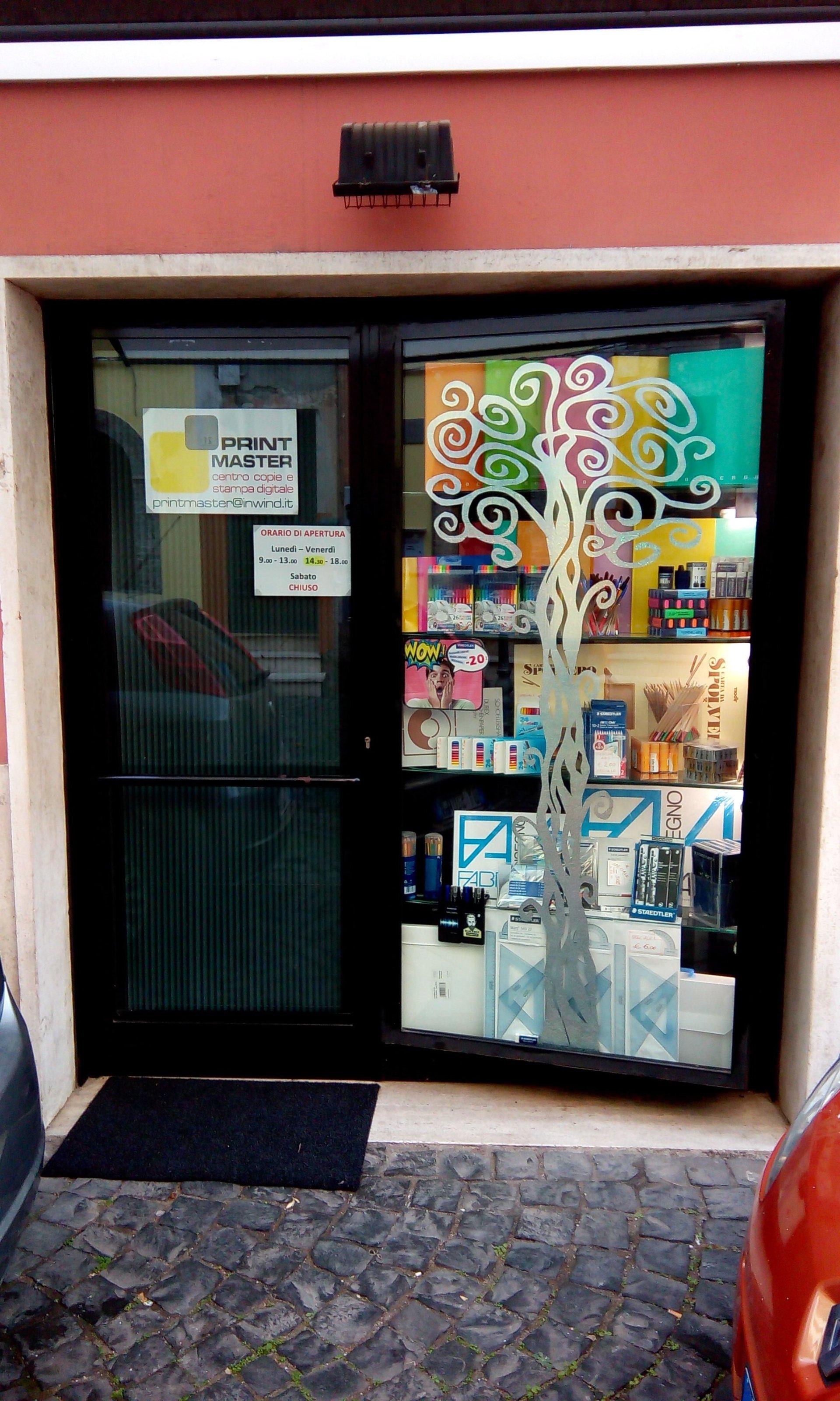 entrata del negozio con porta a vetri