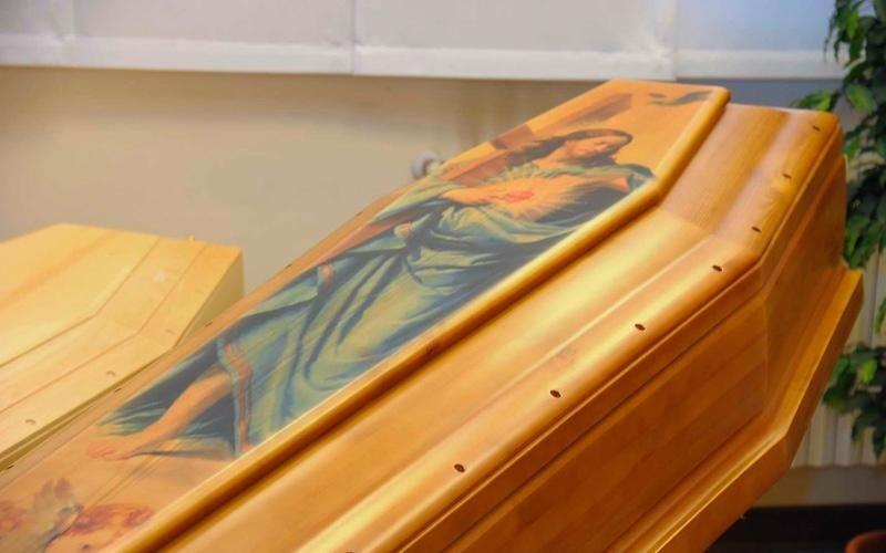 Cofano funebre decorato