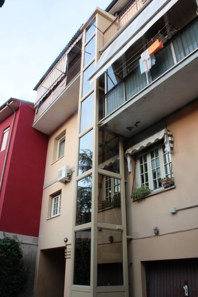 struttura metallica esterna per abitazione