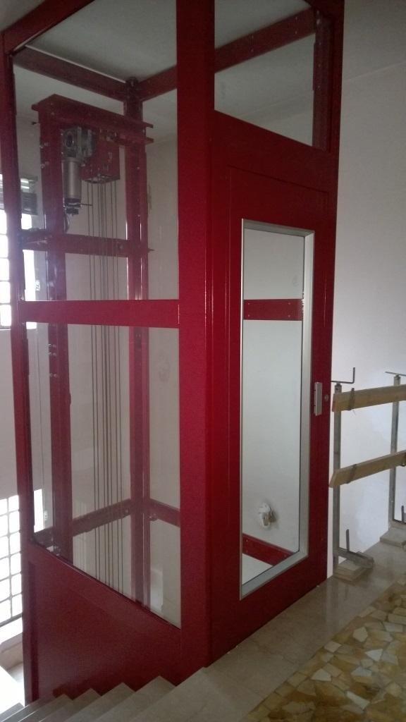ascensore rosso