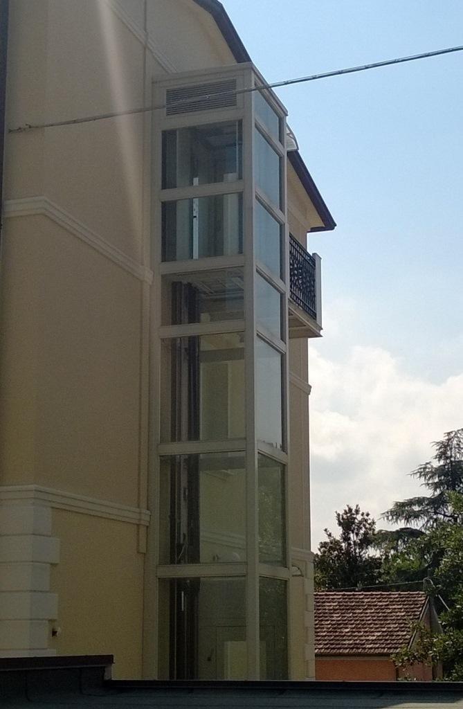 struttura metallica collegamento balcone
