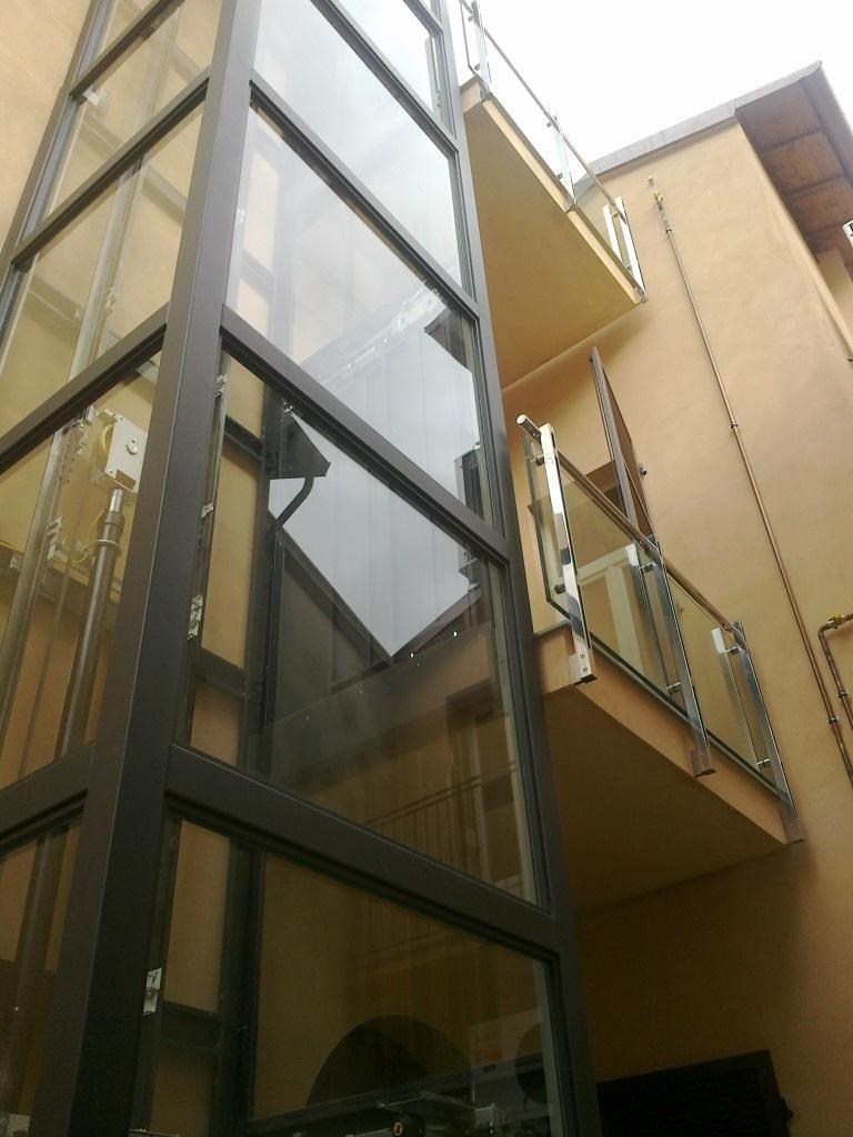 strutture metalliche esterne per palazzine