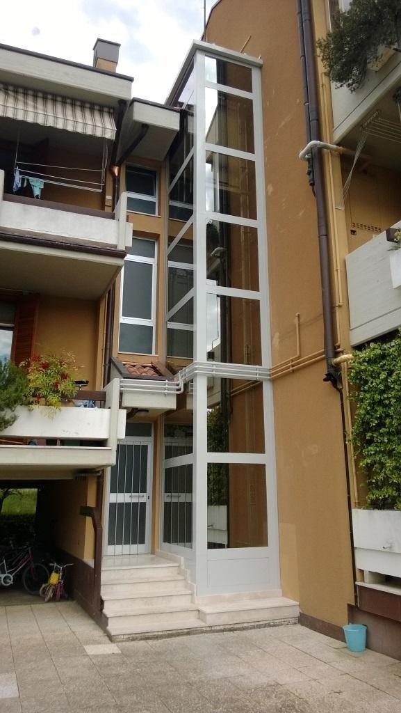 struttura metallica esterna per casa