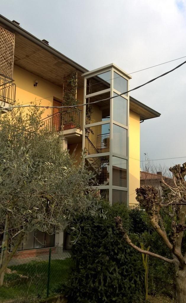 strutture metalliche esterne per case