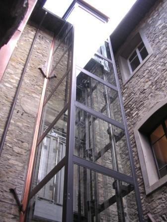struttura metallica trasparente