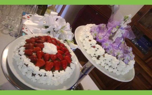 Torte decorate con frutta e fiori