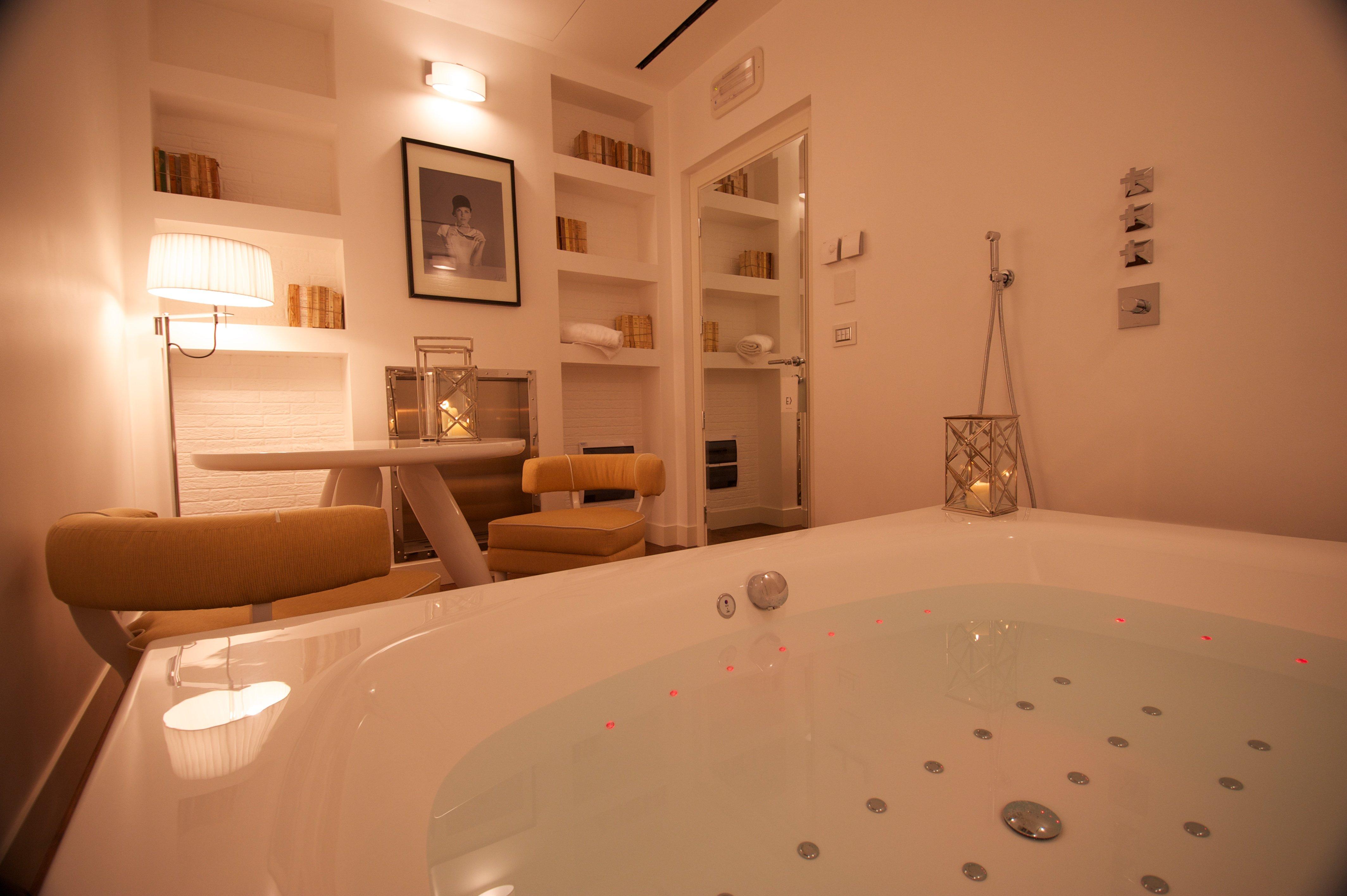 vasca da bagno di una sala di albergo