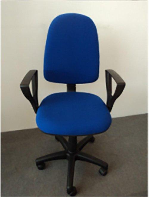 Sedia a rotelle blu per ufficio