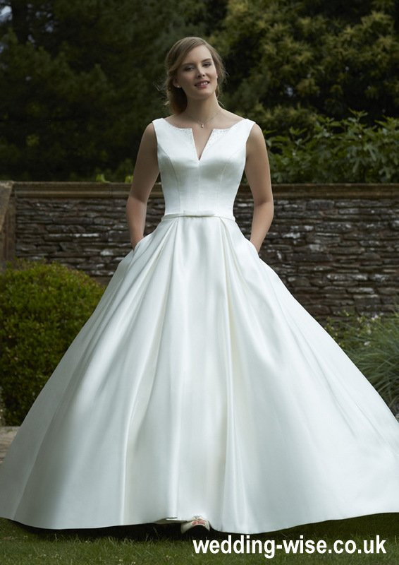 simple designed wedding dress with pockets