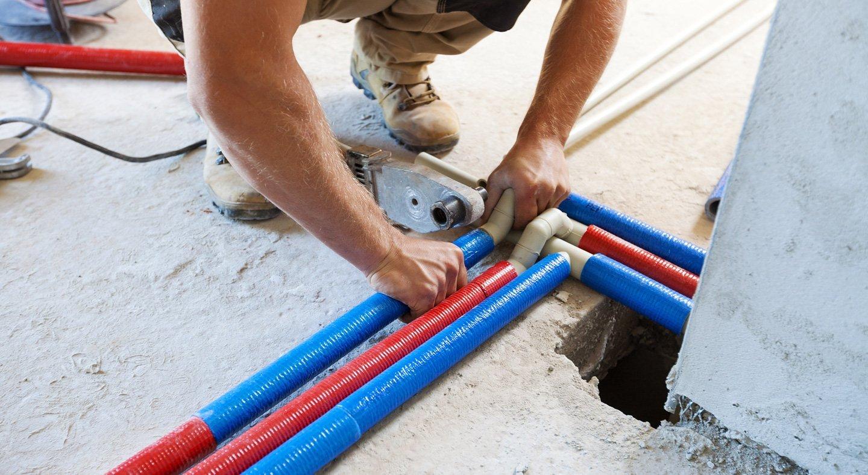 riparazione di tubature per il passaggio di gas