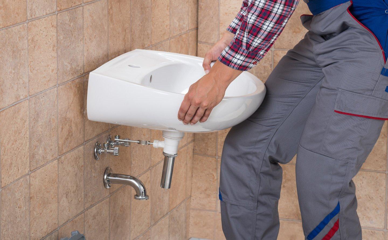 allacciamento di sanitari a tubature idrauliche
