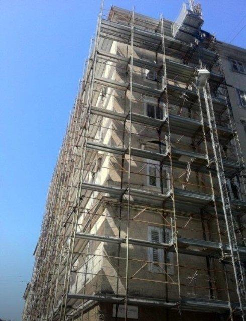 Particolare impalcatura edile