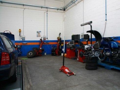 Eseguiamo manutenzioni e riparazioni in giornata anche per motocicli di ogni cilindrata.