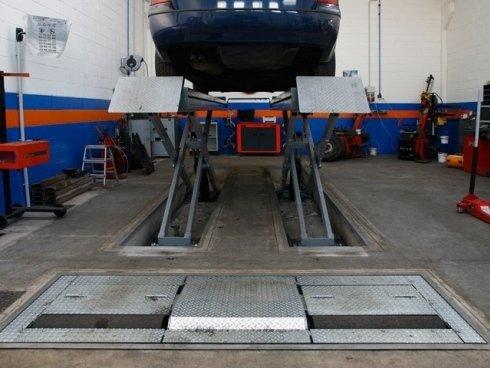Garantiamo un valido servizio di gommista, effettuando la sostituzione degli pneumatici e la loro convergenza.