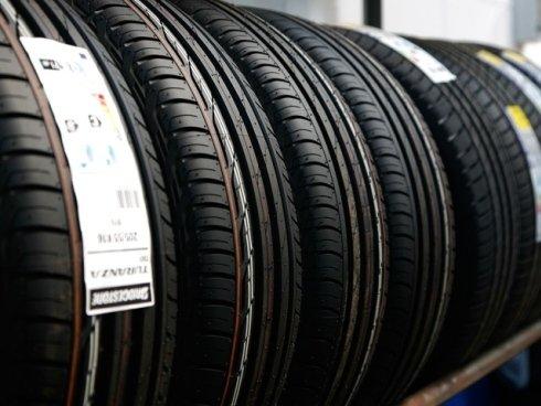 Ci occupiamo inoltre della vendita di pneumatici da neve e della loro sostituzione.