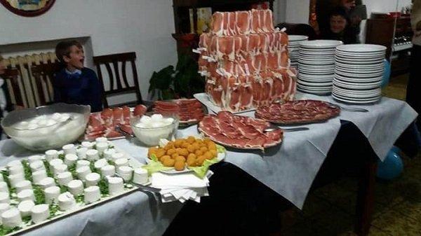 tavolo con buffet salato