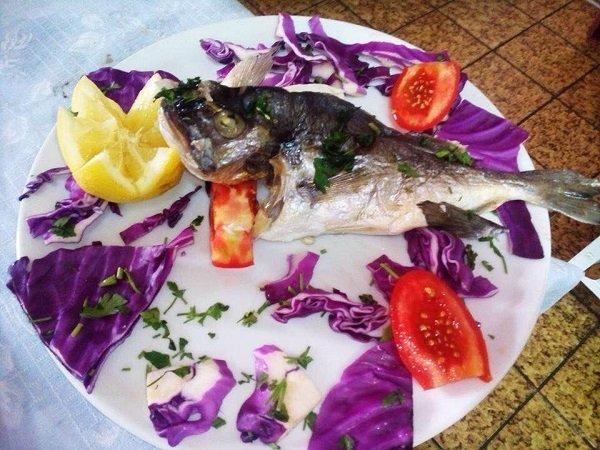 pesce al forno impiattato