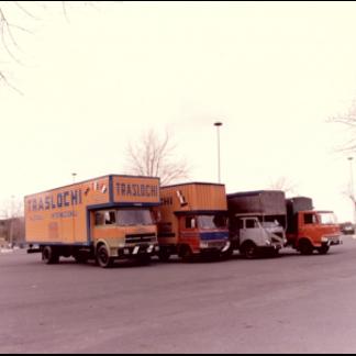 camion traslochi arancioni