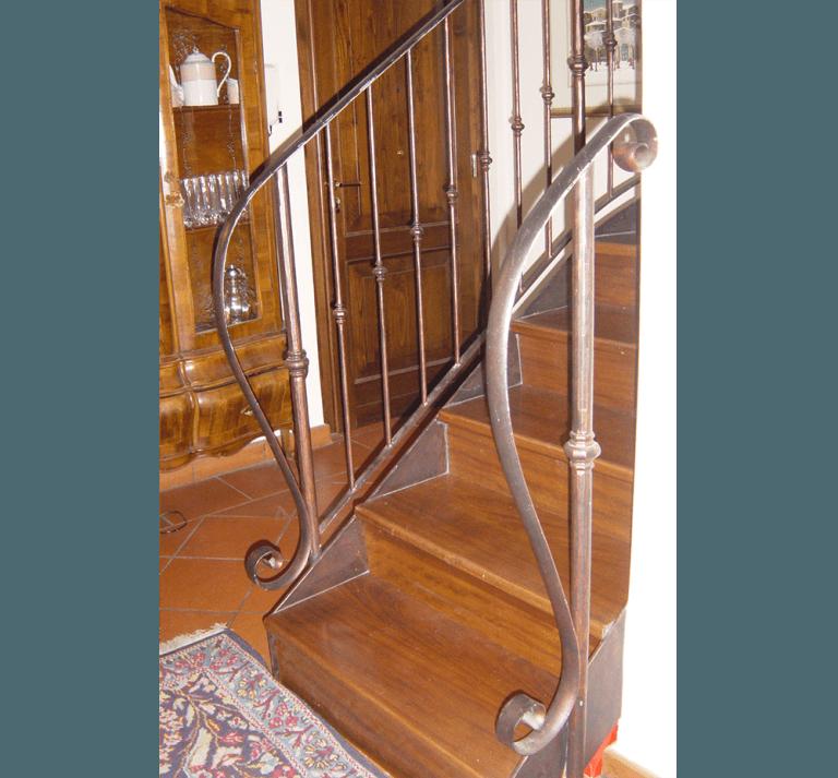 ringhiere scale in ferro battuto