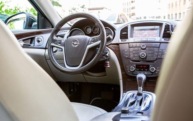 Noleggo auto con conducente