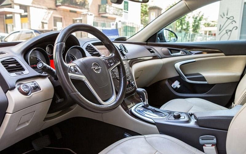 Opel di lusso con autista