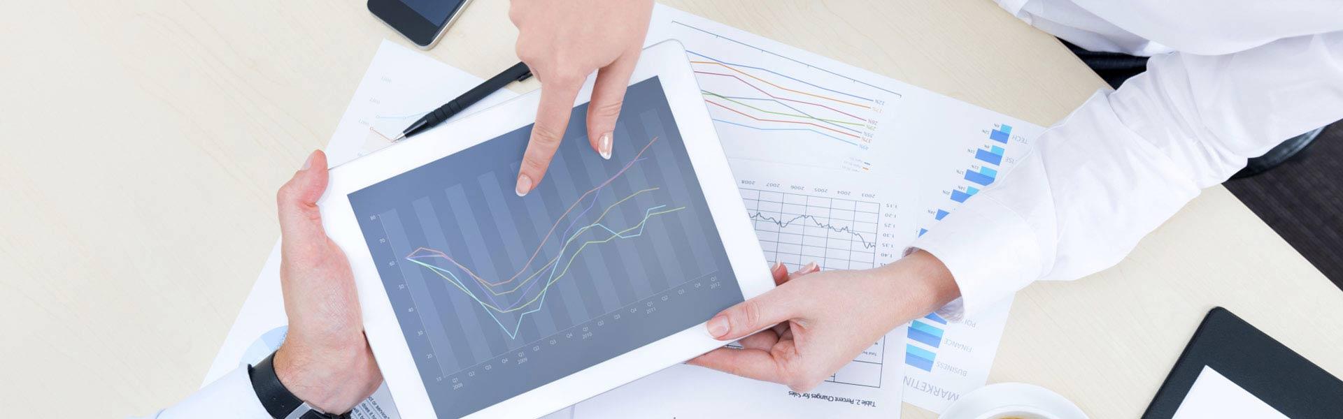 accountant-explaining-graphs