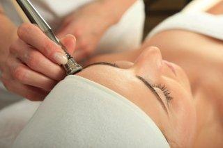 Trattamento al viso con dermoelettroporazione