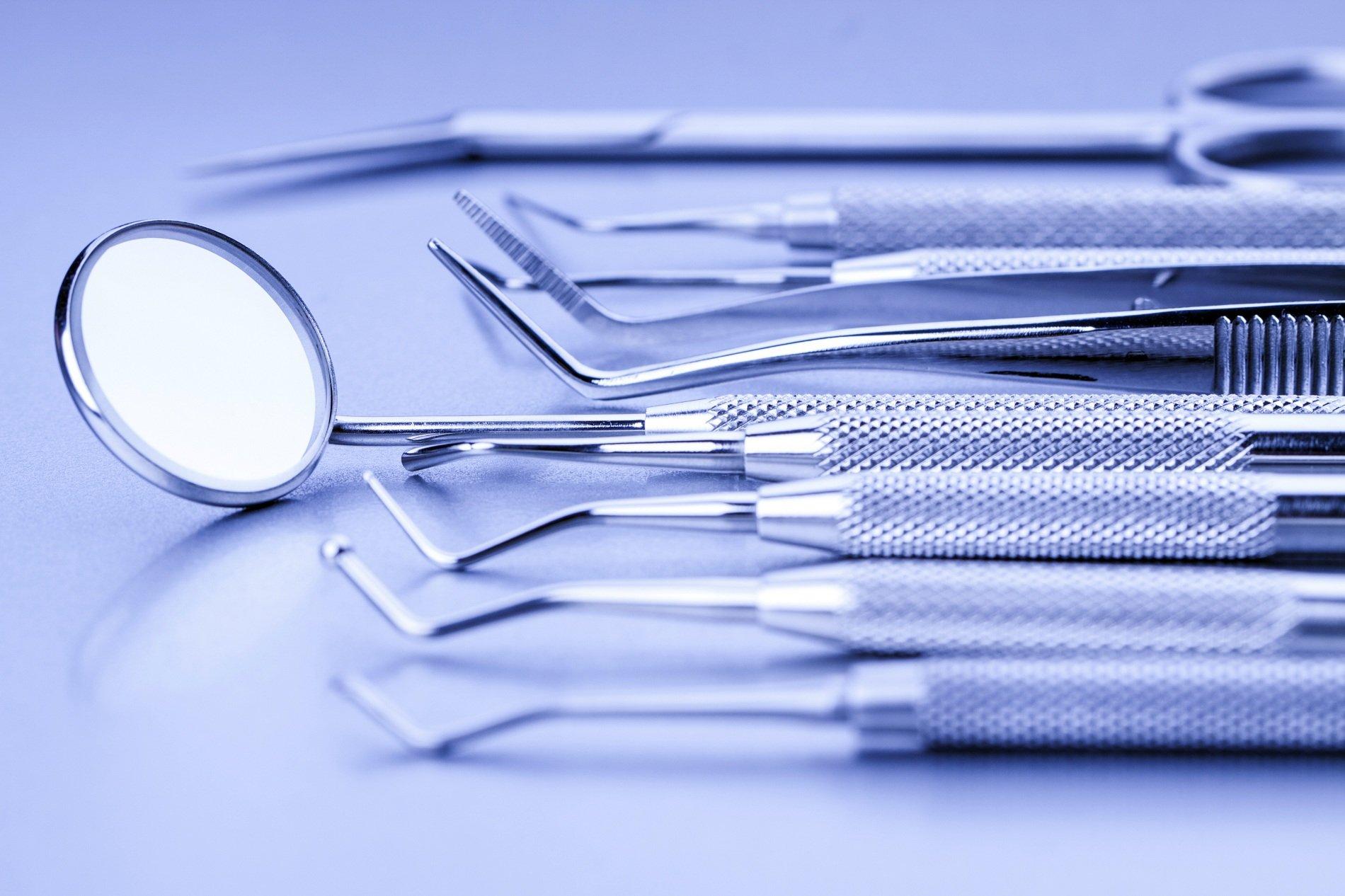 strumenti da odontoiatra