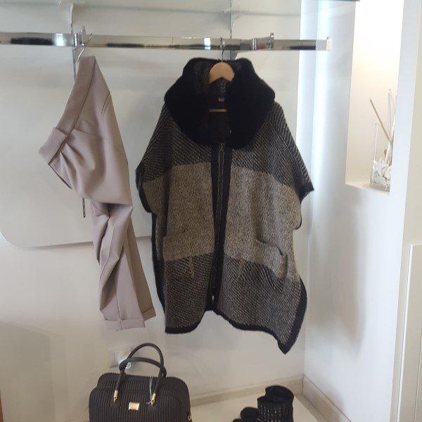 cappotto stivali e borsa