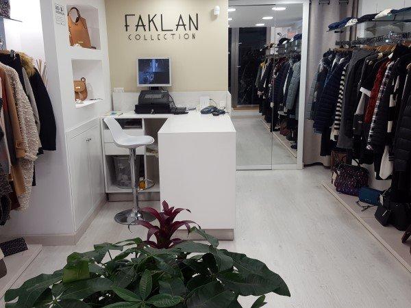 Interno del negozio faklan collection a Napoli