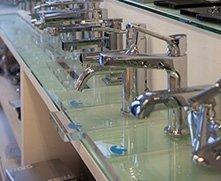 assortimento di rubinetti