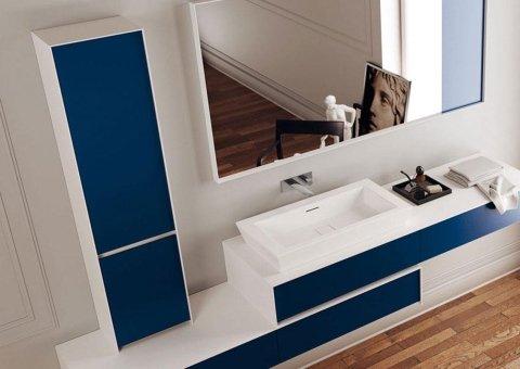 arredamento bagno in bianco e blu