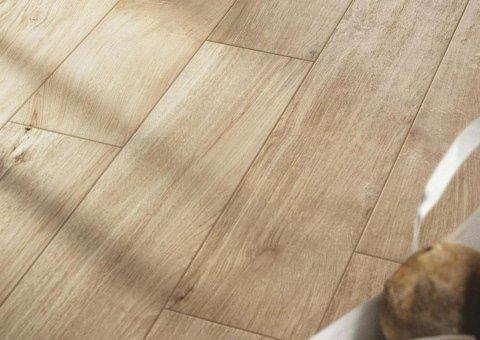 pavimento in ceramica effetto legno