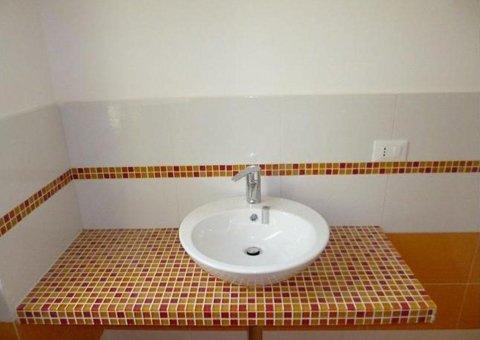 rivestimento lavello bagno