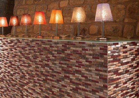 bancone fatto con muro di mattoni