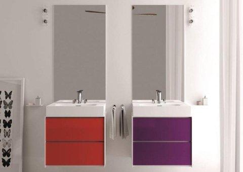 due lavandini uno rosso e uno viola