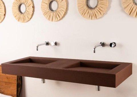 due lavelli con tre specchi