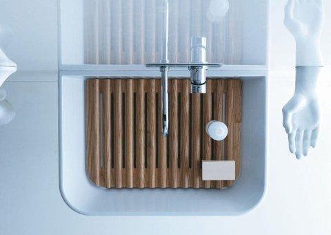 lavello di un bagno visto dall alto con piattaforma in legno