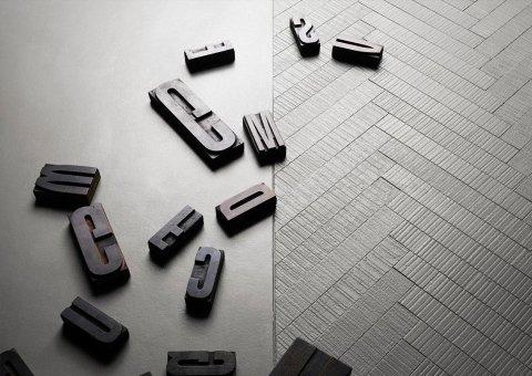 lettere dell`alfabeto su un pavimento